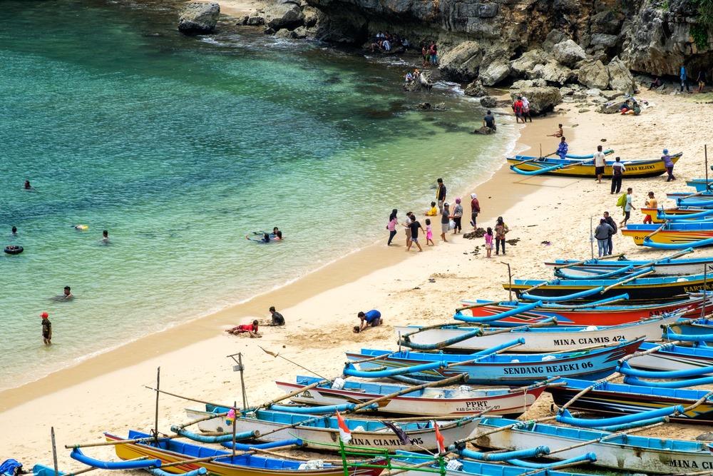 Pantai-Ngrenehan-Pulau-Jawa-Indonesia